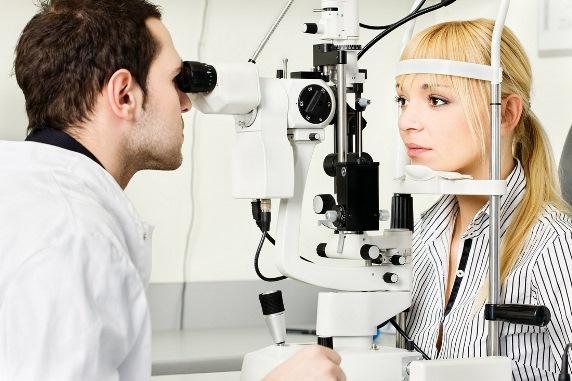 Использование офтальмоскопа при диагностировании