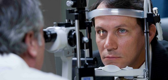 Проверка глазного дна офтальмологом