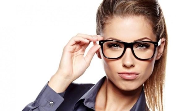 Примеряем декоративные очки